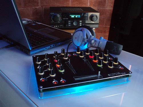 Aurora la mesa de mezclas open source for Mesa de mezclas dj
