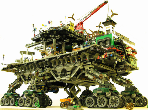 crawler town un gigantesco edificio lego sobre ruedas. Black Bedroom Furniture Sets. Home Design Ideas