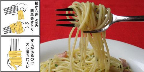 calamete, el tenedor-mano que te ayuda a comer pasta