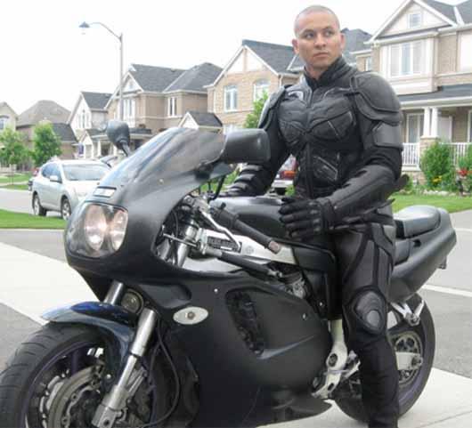 Leather Motorcycle Jacket With Armor Batman te cede su traje para ir en moto [pero el vehículo lo pones ...