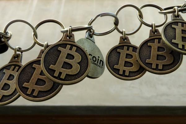 BTC Keychain Seguir Bitcoin Chain IMG_9179 Chain of Bitcoin keychains, symbolizing the Bitcoin Blockchain